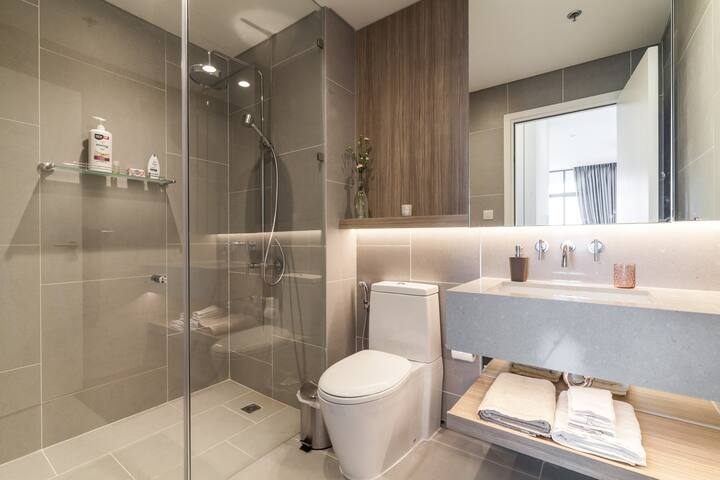 Comfortable-Bathroom-at-apartment-for-rent-in-Saigon