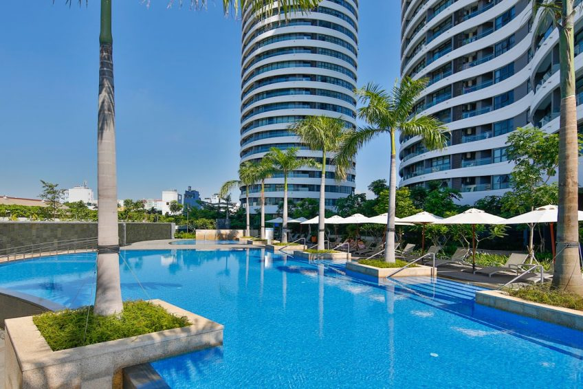 Large-pool-in-daytime