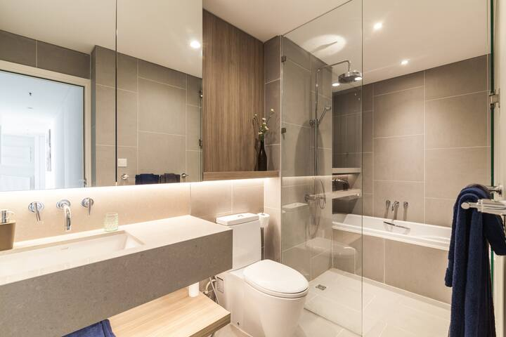 Nice-modern-bathroom-at-apartment-for-rent-in-saigon