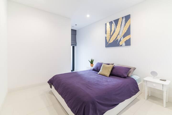 Queen-bedroom-with-balcony